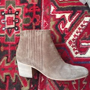 Women's VINCE Haider Round Toe Ankle bootie